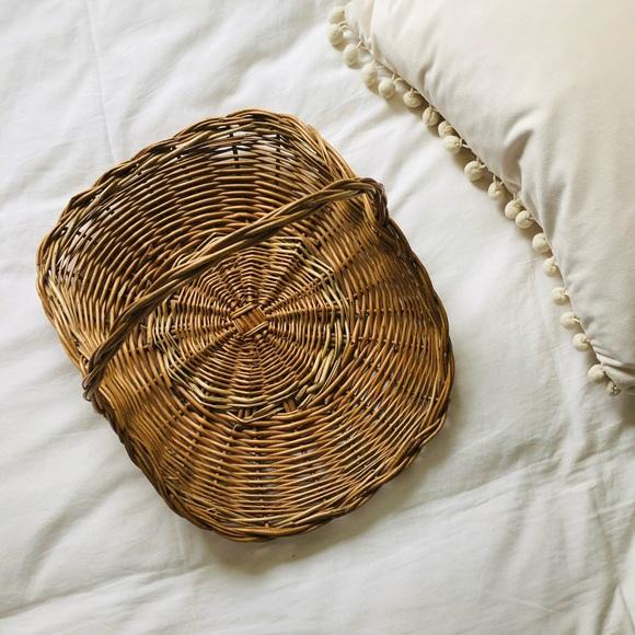 Vintage basket with handle